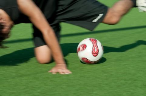 変形性膝関節症もご覧の通り、骨盤矯正を行いがらの施術で膝も曲がるようになります。