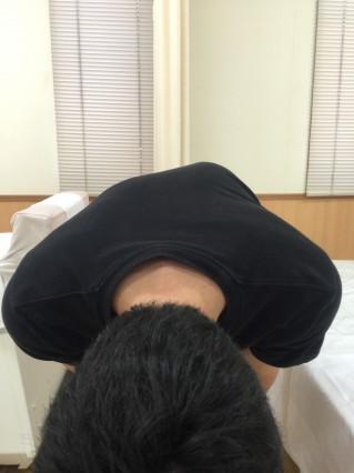 側弯症による肩こり頭痛なら整体整骨の藤田接骨院にお任せください。